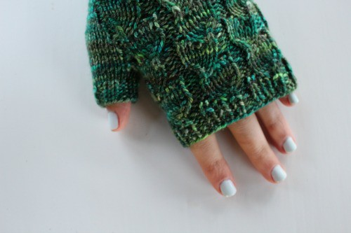 Mitts Knit in Elliebelly Tree Wool